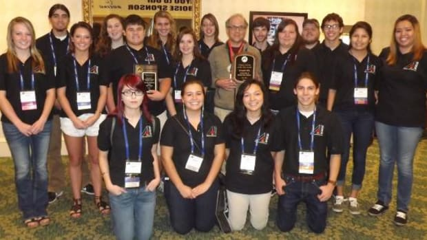 The University of Minnesota, Morris American Indian Science and Engineering Society (AISES) Chapter received the Outstanding Community Service Award at the 2014 AISES National Conference.
