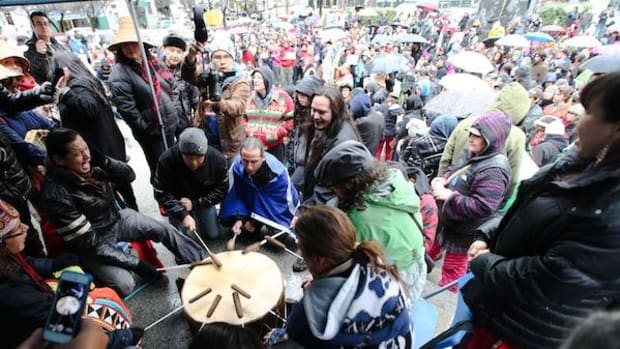 A Dakota group drums in honour of Chief Theresa Spence's hunger strike, as 600 people attending an Idle No More rally in Vancouver, B.C. pray for her health. (Photo: David P. Ball)