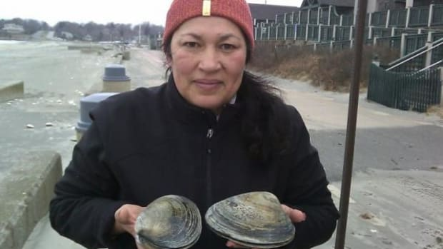 Chef Sherry Pocknett clams with family throughout all four seasons. Clams would have been on the table at the first American Thanksgiving in 1621, and are still enjoyed during the Wampanoag Harvest Celebration.