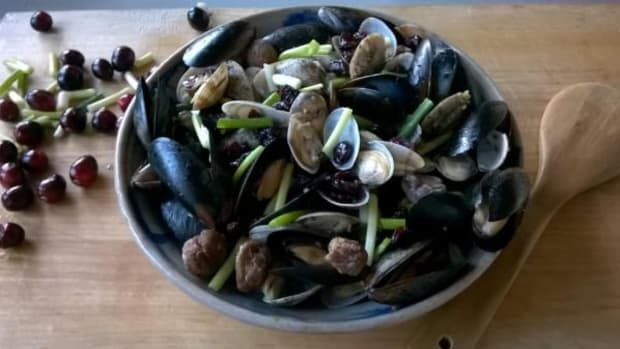 It's time to forage in the Eastern Seaboard, and this season's recipe includes oysters, mussels, Chestnuts and Cranberries.
