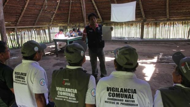 Joel Rojas of the Loreto Regional Fisheries Department explains regulations to community fisheries monitors in the Huitoto community of Pucaurquillo Peru. Photo by Barbara Fraser