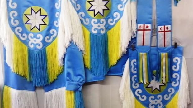 Grass dancer outfit designed by Janet Littlecrow includes New England MicMac symbolism