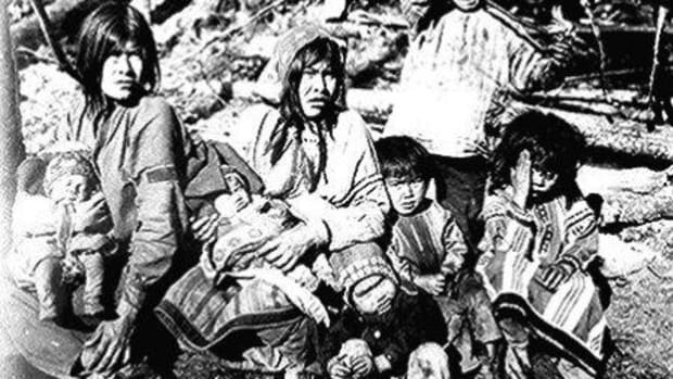 Two Tlingit women with several children near the Kotsina River, Alaska.