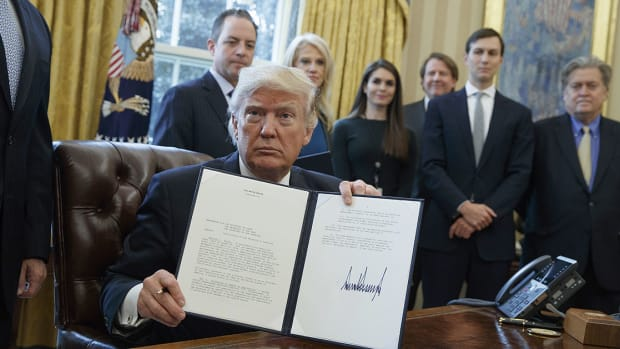 Trump signs executive order for DAPL and keystone xl