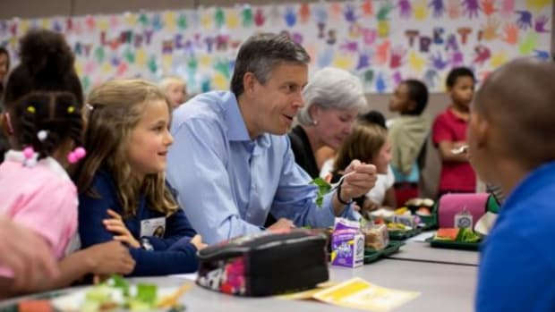 Education Secretary Arne Duncan and Health and Human Services Secretary Kathleen Sebelius join students for lunch during a visit at Lowry Elementary School in Denver, Colorado on September 17, 2012. Duncan and Sebelius visited the school to tout the school's approach to wellness and to highlight the importance of healthy eating and maintaining an active lifestyle.