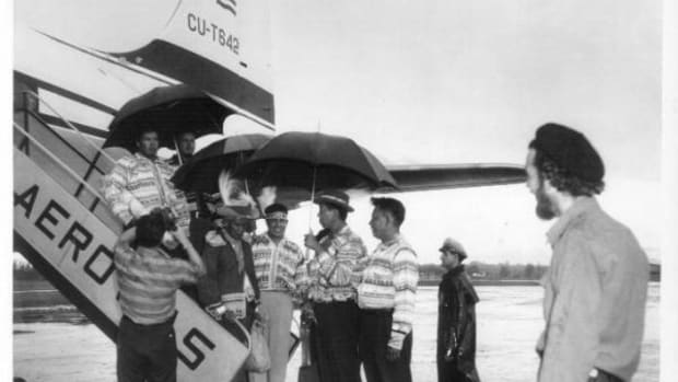 An 11-member delegation that included Buffalo Tiger, Mad Bear Anderson, Miccosukee attorney Morton Silver, and other Miccosukee leaders arrived in Cuba to the pomp and circumstance of marching bands, police escorts, and machete-wielding farmers.