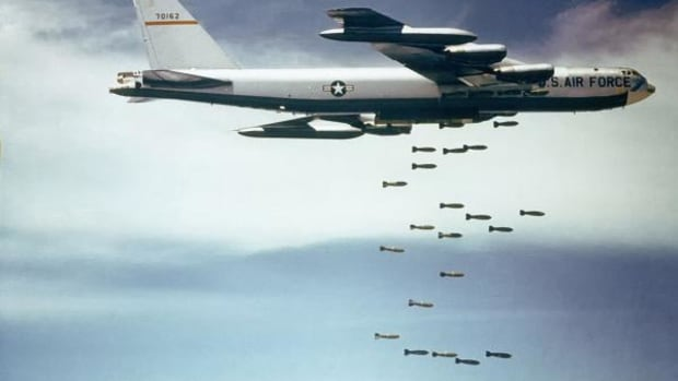 """A U.S. Air Force Boeing B-52F-70-BW Stratofortress (s/n 57-0162, nicknamed """"Casper The Friendly Ghost"""") from the 320th Bomb Wing dropping Mk 117 750 lb (340 kg) bombs over Vietnam. This aircraft was the first B-52F used to test conventional bombing in 1964, and later dropped the 50,000th bomb of the """"Arc Light"""" campaign. B-52Fs could carry 51 bombs and served in Vietnam from June 1965 to April 1966 when they were replaced by """"Big Belly"""" B-52Ds, which could carry 108 bombs."""
