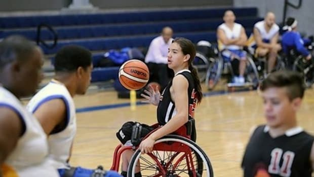 The University of Illinois Fighting Illini have landed one of the top wheelchair basketball recruits in the country with the commitment of Durango, Colorado hooper and Southern Ute, Southern Cheyenne and Caddo, Noah Hotchkiss.