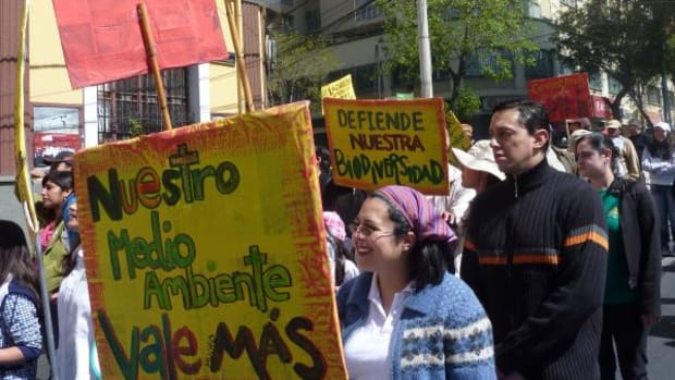 """Several hundred people march in La Paz, Bolivia in a show of solidarity with the residents of the TIPNIS. The signs read """"our environment is worth more,"""" """"Moxos, Chimanes, Yuracares-cultures in danger"""" and """"defend our biodiversity."""""""
