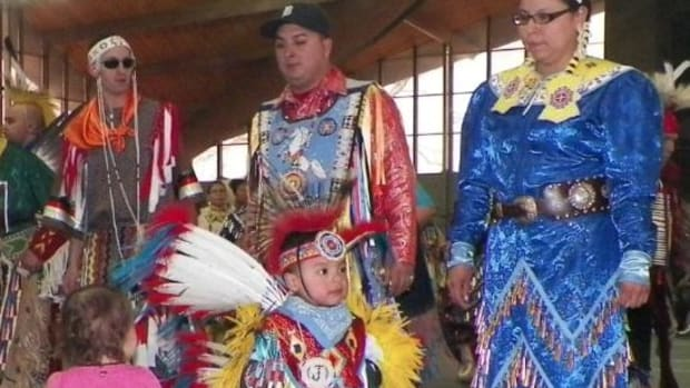 Tiny tots steal the show at the Iowa pow wow.