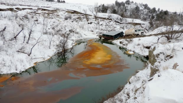 Oil spill into Ash Coulee Creek in North Dakota, December 2016