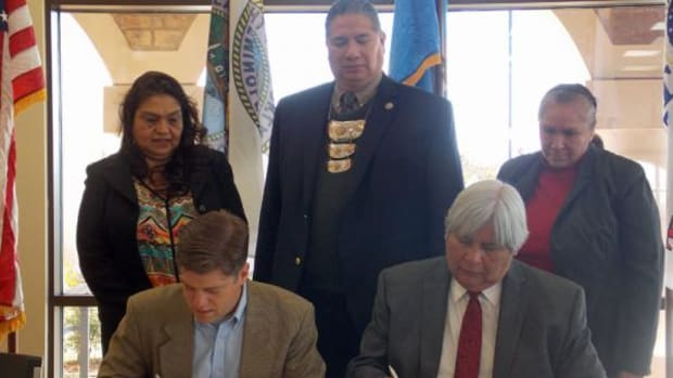 Standing from left: Laura Rodriguez, VA Regional Assistant Loan Production Officer; Seminole Nation Assistant Chief Lewis Johnson; Mary Culley, VA Office of Tribal Government Relations Specialist. Seated from left are Mike Frueh, VA Director of Loan Guaranty Service, and Seminole Nation Chief Leonard Harjo.