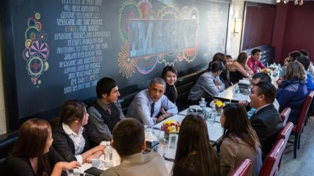 President Barack Obama and First Lady Michelle Obama have lunch with youth from the Standing Rock Sioux Tribe at We The Pizza/Good Stuff Eatery in Washington, D.C., November 20, 2014.