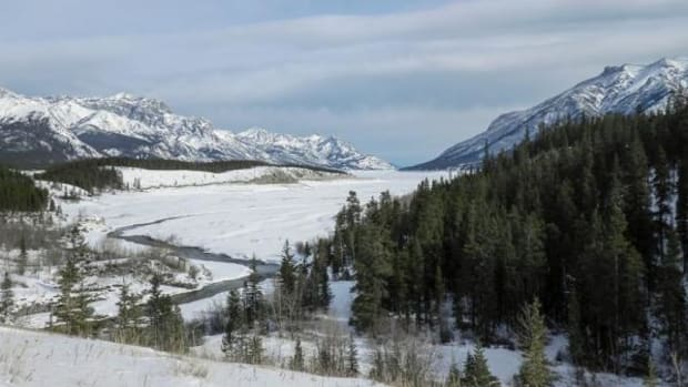 """Looking south through what was once the """"ice-free corridor"""" in present-day Canada. A new study suggests that humans couldn't have traversed through the corridor until about 12,600 years ago, thus bringing about the end of the Bering Strait Theory."""