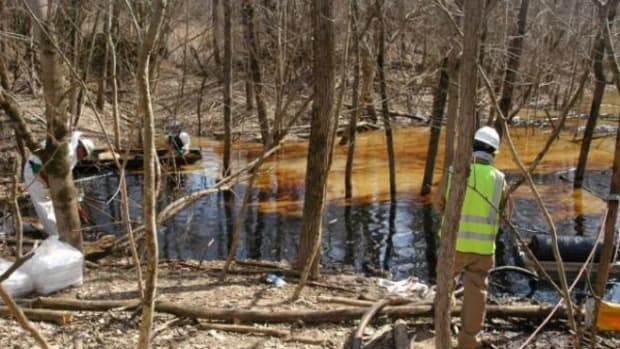 Environmental Protection Agency officials say 20,000 gallons of crude spilled from a damaged pipeline into a nature reserve in southwest Ohio.