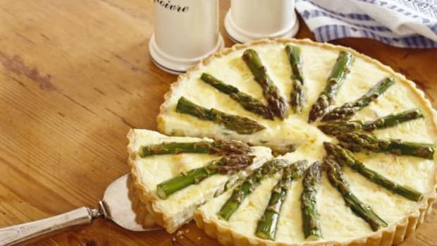 An example of an asparagus quiche, which our Dale Carson teaches us to make here.