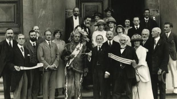 Iroquois Commission with Deskaheh in front of the Athénée Palace, Geneva, 1923.