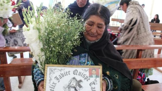 Santosa Tacco Condori shows a tribute to her son, who died on October 13, 2003, during a mass for people killed during the gas war held on October 12, 2013.