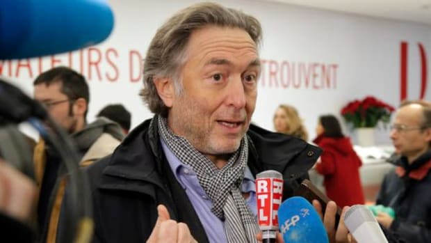 French lawyer Pierre Servan-Schreiber speaks to the media at the Drouot auction house during the contested auction of Native American items in Paris, Monday Dec. 15, 2014. Navajo officials spent $9,120 to buy back seven tribal masks put up for sale at a disputed auction despite the U.S. Embassy in Paris asking Drouot to suspend the sale. (AP Photo/Francois Mori)