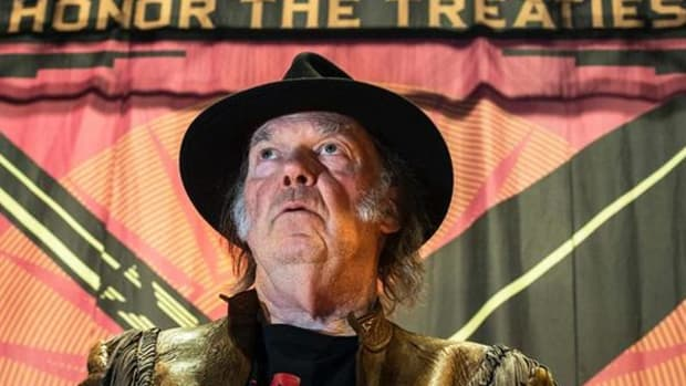 """Singer Neil Young speaks during a news conference for the """"Honor the Treaties"""" tour, a series benefit concerts being held to raise money for legal fight against the expansion of the Athabasca oilsands in northern Alberta and other similar projects, in Toronto, Sunday, Jan. 12, 2014."""