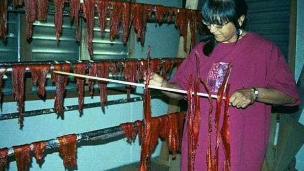 Scherri Sotomish, Nez Perce, learns how to dry fish from a Yakama woman. (Photo by Carol Craig)