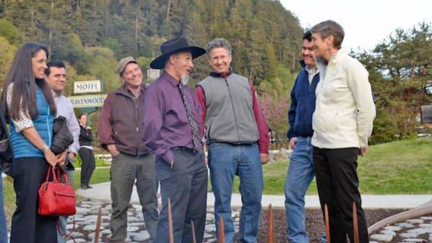 Yurok Chairman Thomas P. O'Rourke Sr. speaks with Secretary of the Interior Sally Jewell at the signing on the banks of the Klamath River.