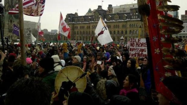 Idle No More protesters outside the January 11 meeting between the Assembly of First Nations National Chief Shawn A-in-chut Atleo, 19 other chiefs and Prime Minister Stephen Harper.