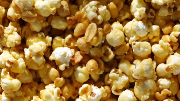 This sweet and salty popcorn recipe that includes peanuts and pine nuts, and is easy to make and take along to any party this summer.