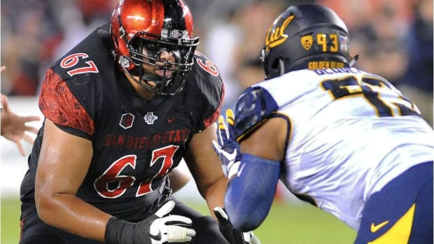 Antonio Rosales starts at right guard for the San Diego State Aztecs this season, where he has helped the team to a 6-1 start.