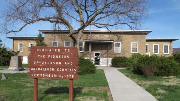 "The Jackson County Courthouse, in Kadoka, South Dakota, proudly proclaims its alliance to the ""pioneers"" of the area."