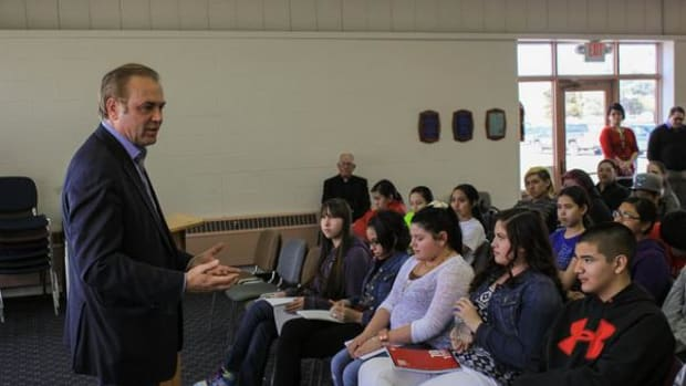 U.S. Senate candidate Rick Weiland visited with students at Red Cloud Indian School on the Pine Ridge Reservation to discuss public service, the needs of tribal communities and to hear the concerns of students.