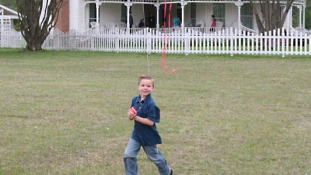 Join old-fashioned kite-flying fun at the Chickasaw Nation White House March 21 and 22 and March 28 and 29.