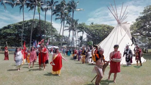 Cleansing ceremony at Hilo Powwow