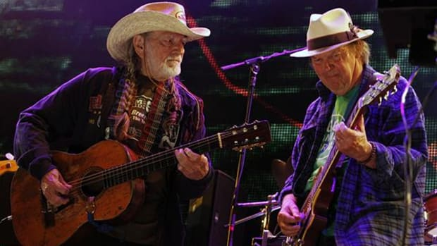 In this Sept. 22, 2012 file photo Neil Young, right, and Willie Nelson perform during the Farm Aid 2012 concert at Hersheypark Stadium in Hershey, Pa. Opponents of a proposed pipeline that would carry oil from Canada south to the Gulf Coast said Monday, Aug. 18, 2014 that Nelson and Young will headline a concert on Sept. 27 on a farm near Neligh in northeast Nebraska. (AP Photo/Jacqueline Larma, File)
