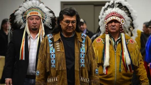 Grand Chief Derek Nepinak of the Assembly of Manitoba Chiefs, left, and Assembly of First Nations Regional Chief Bill Traverse, right, walk with hunger striker and Manitoba elder Raymond Robinson as they make their way to a a press conference following a meeting with the Assembly of Manitoba Chiefs in Ottawa on Thursday, January 10, 2013.
