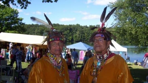 Lee-and-Harry-Edmonds-Pokanoket-Wampanoag-at-MCNAA's-22nd-annual-Plug-Pond-Pow-Wow