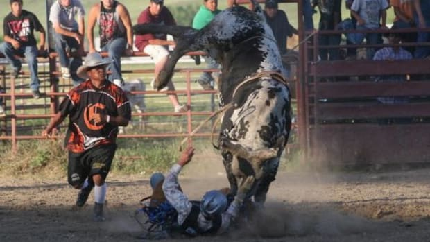 The rodeo at the Crow Fair draws big crowds and big spills