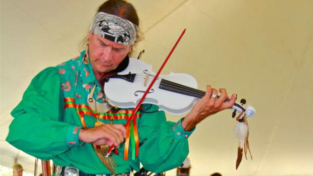 Arvel Bird, Celtic/Southern Paiute fiddler, warmed up the crowd at the Annual Mohegan Wigwam Festival 2015.