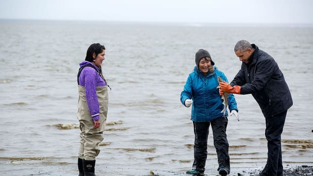 President Obama with salmon fisherwomen, Kanakanak Beach, Bristol Bay - Alaska