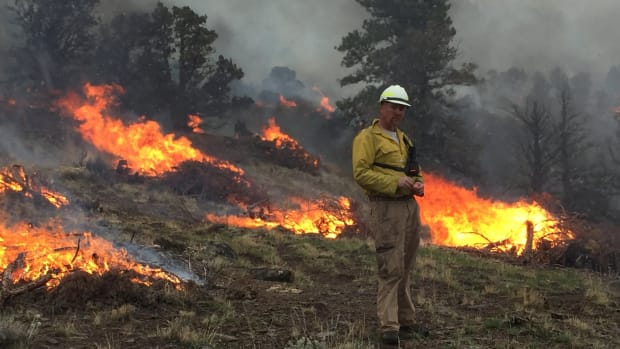 Prescribed burning during eastern Oregon snowfall! Crews burned almost 500 acres of juniper piles near Chalk Hills during Thanksgiving weekend 2016. Video: Justin Robinson, BLM