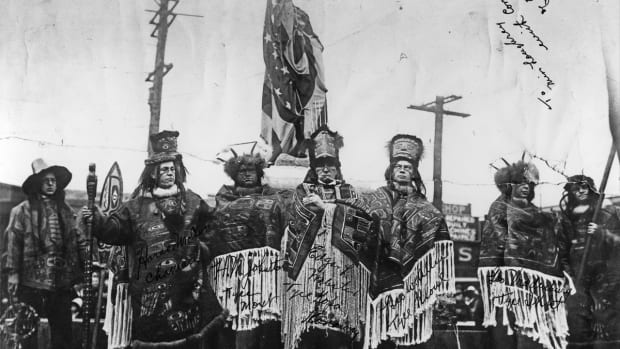 Dedication of Chief Seattle statue, 1912. (Photo courtesy of Seattle Municipal Archives, Creative Commons)