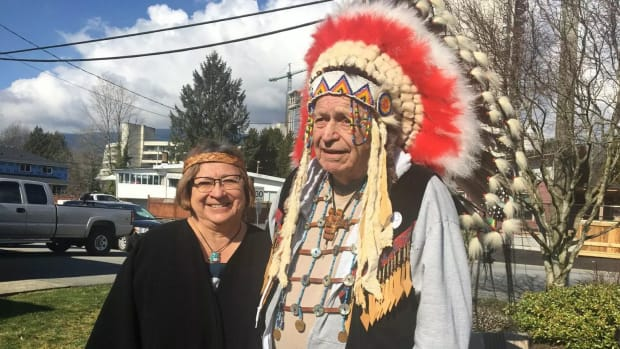 Faye Halls with her brother Ron Baker and their father's headdress, March 2021. (Photo by Tina House, APTN)