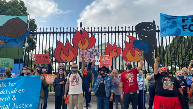 Indigenous environmental activists and allies protest in front of the White House at the People Vs. Fossil Fuels rally. (Photo by Robert Viamontes/Gaylord News)