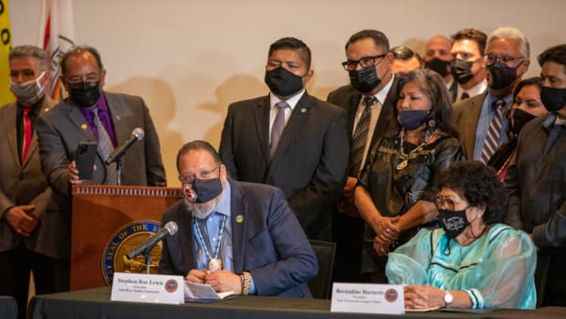 Gila River Indian Community Gov. Stephen Roe Lewis and Fort McDowell Yavapai Nation President Bernadine Burnette at a tribal gaming compact signing in Phoenix on April 15, 2021. (Photo courtesy of Gila River Indian Community Facebook)