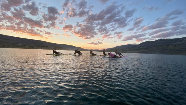 Clients of Roxanne Best take part in one of her paddleboard yoga classes on the Okanogan River. (Photo by Roxanne Best, Roxography.com via Underscore.news)