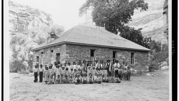 Children at Havasupai Indian School in Cataract Canyon, Arizona, in 1901. (Photo courtesy of the Library of Congress)