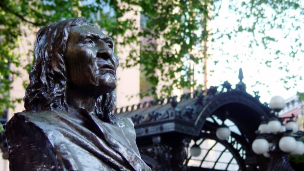 This 2005 photo shows the bust of Chief Seattle that was installed in Pioneer Square in Seattle, Washington, in 1909. (Photo by Brian Glanz via Creative Commons)