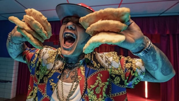 """Sten Joddi in 'Greasy Frybread' shows he can eat seven pieces of frybread at once, from """"Reservation Dogs"""" (Courtesy image FX/Hulu)"""