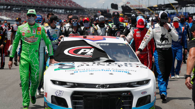 NASCAR rallies around Bubba Wallace as FBI probes noose