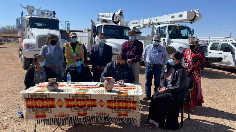 Navajo Nation finalizes solar plant leases
